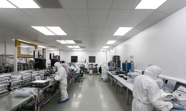 Europlaz staff in operation in a cleanroom