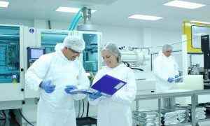 2 workers in an ISO class 7 cleanroom
