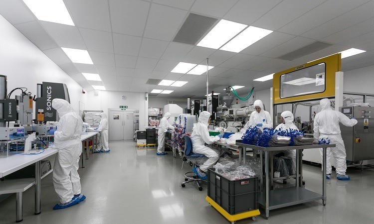 Cleanroom staff in operation
